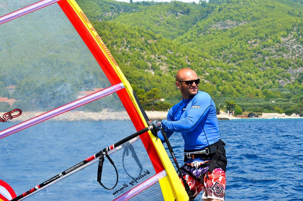 Nikola Boroe on windsurfing board - Extreme windsurfing school